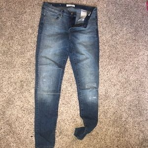 Banana skinny jeans with small worn accents